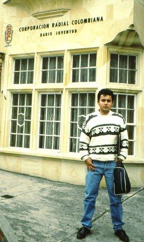 Rafael Rodríguez, activo DXista colombiano, en foto de  1987 (cortesía Henrik Klemetz, Suecia)