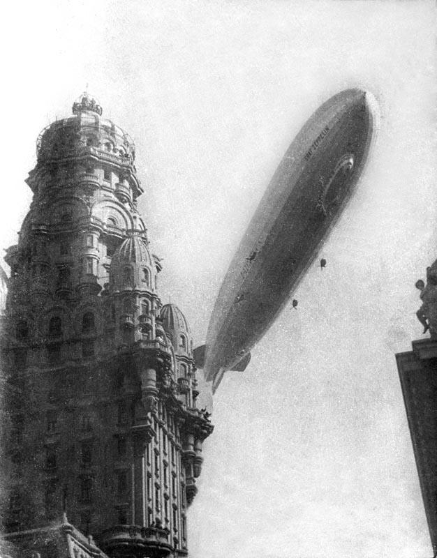 El Graf Zeppelin en Montevideo. Año 1934. Foto 1232b.FMH.CMDF.IMM.UY. S/d. de autor.